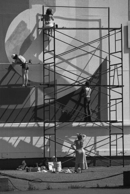 Peintres de murale, centre-ville, vers 1969. Photo : Musée McCord.