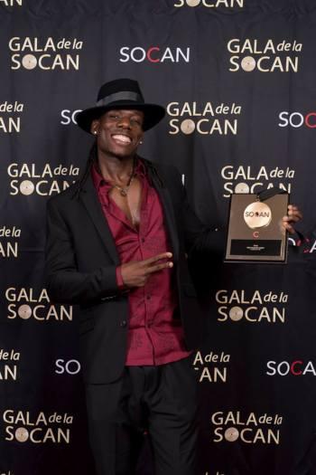 Le chanteur Wesli, qui s'est vu remettre le Prix Hagood Hardy, dans la catégorie musique du monde. Photo : Benoît Rousseau.